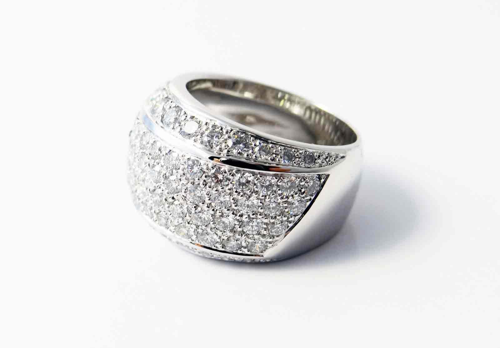 Bague en or blanc pavé de diamants